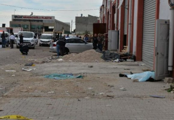 Son Dakika! Adana'da Sokak Ortasında Silahlı Çatışma! Ölü ve Yaralılar Var!