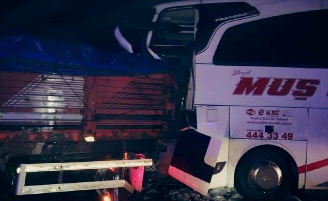 Bingöl'de Yolcu Otobüsü kaza yaptı! 9 Yaralı