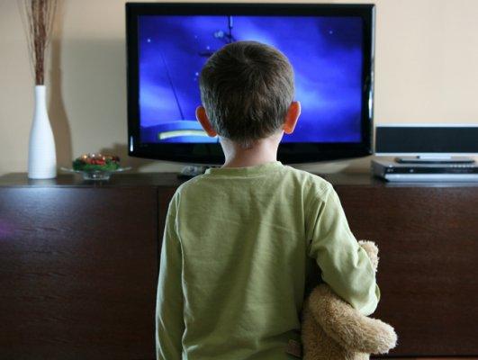 """""""Üç Saatten Fazla Televizyon İzlemek Obezite Sıklığını Arttırıyor"""""""