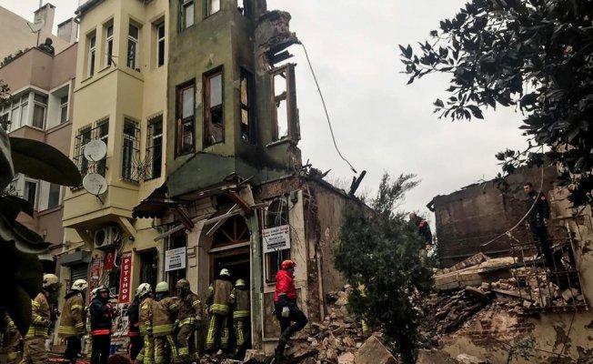 İstanbul Yedikule'de Bina Çöktü! 4 Yaralı!