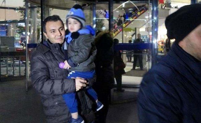 Not Bırakıp 3 Yaşındaki Oğlunu AVM'de Terk Etti