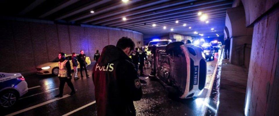 Taksi Kovalayan Polis Aracı Devrildi! 2 Yaralı