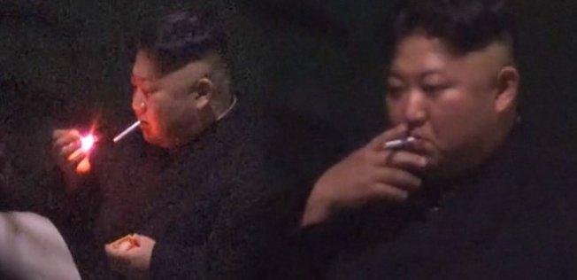 Kim Jong Çin'de Sigara İçti!