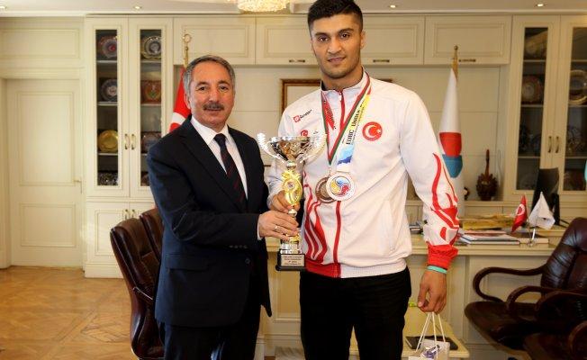 Ağrı İbrahim Çeçen Üniversitesi Öğrencisinin Boks'da Büyük Başarısı