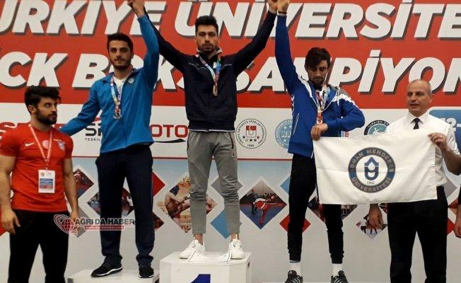AİÇÜ Öğrencisi Abdulkadir Aslan Kick Boks' da Türkiye Şampiyonu Oldu