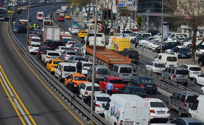 İstanbul'da Zincirleme Trafik Kazası! Edirne Yolu Trafiğe Kapandı
