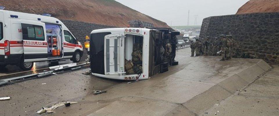 Şırnak'ta Askeri Minibüs Devrildi! 1 Şehit 20 Yaralı!