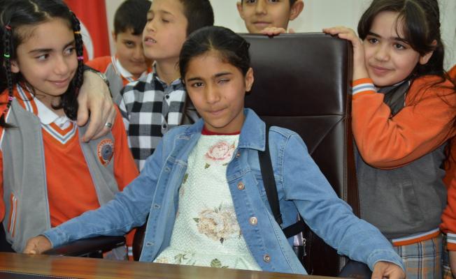 Başkanlık koltuğuna Suriyeli Berivan oturdu