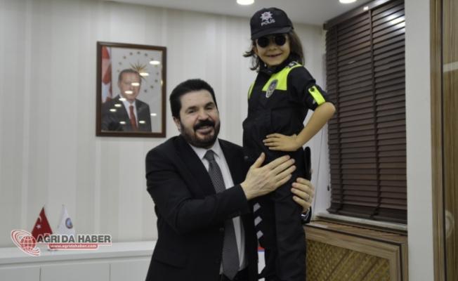Belediye Başkanı Savcı Sayan'ın Polis Haftası Mesajı