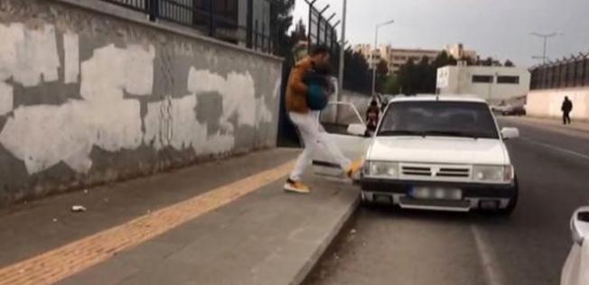 Sokak Ortasında Akıl Almaz Olay! Önce dövdü