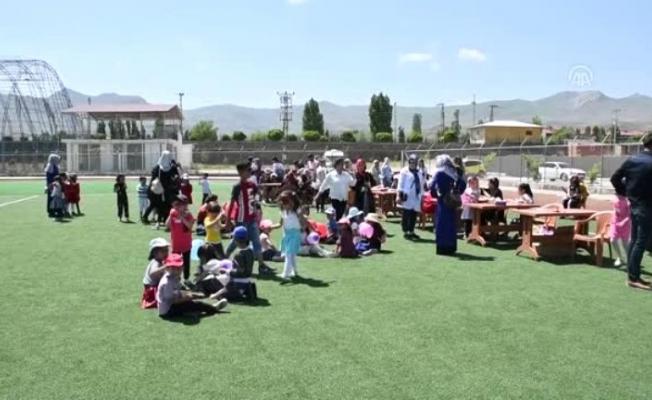 Doğubayazıt'ta 550 Çocuk şenlikte eğlendi