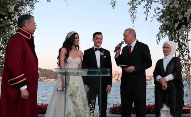 Mesut Özil'in Balayı Fotoğrafları Yoğun İlgi Topladı