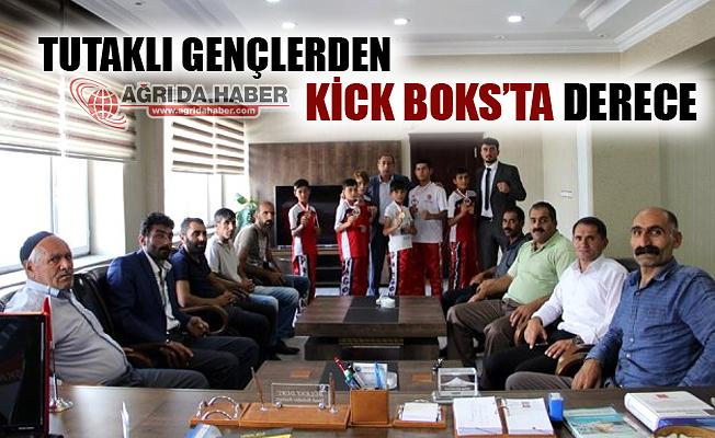 Tutak'lı Gençlerden Kick Boks'ta Derece!