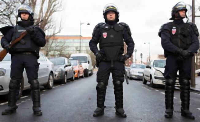 Fransa'da Camide Silahlı Saldırı!