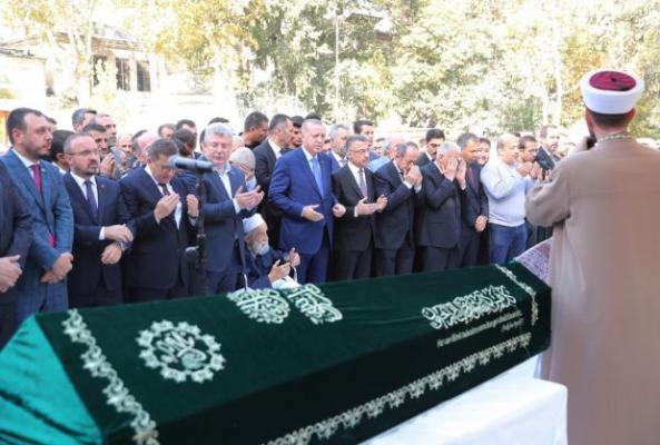 Erdoğan Cenazesinde Tabutunu Omuzladı!
