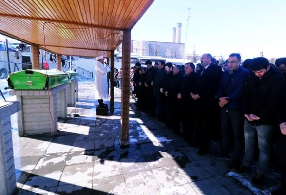 AİÇÜ Rektörü Karabulut'un kayınvalidesi Sabiha Ağgül Toprağa verildi