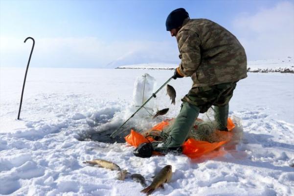 Buzla Kaplı Nehir'de Balık Avı!
