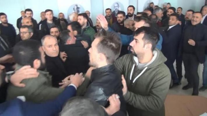 CHP Kongresi Karıştı! Taraflar Bir Birine Girdi!