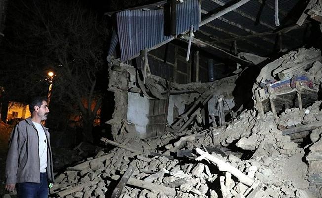 Elazığ'daki depremde bir baba çocuklarına kendini siper ederek vefat etti