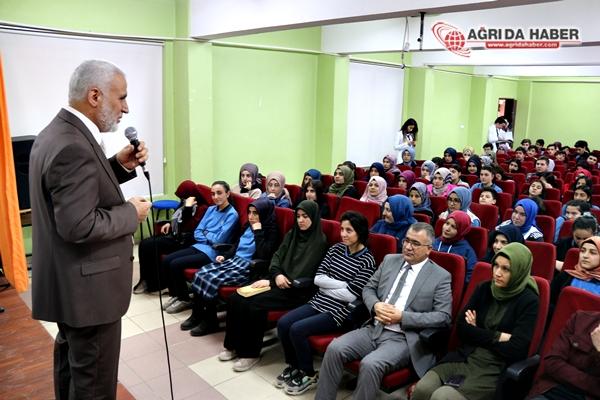 """Müftü Topçu'dan Hayrettin Atmaca Anadolu Lisesinde """"Büyüklere Saygı"""" Konferansı"""