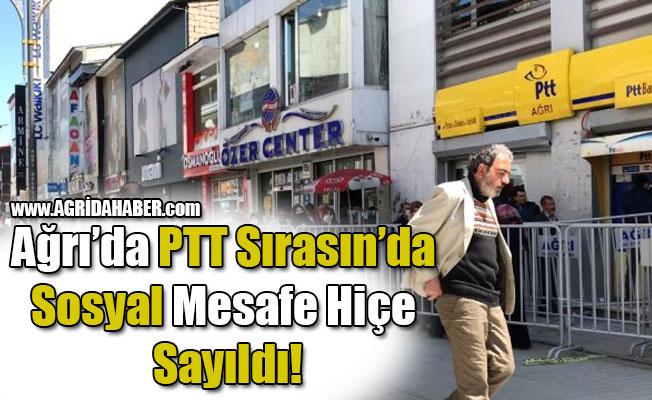 Ağrı'da PTT Sırasın'da Sosyal Mesafe Hiçe Sayıldı!