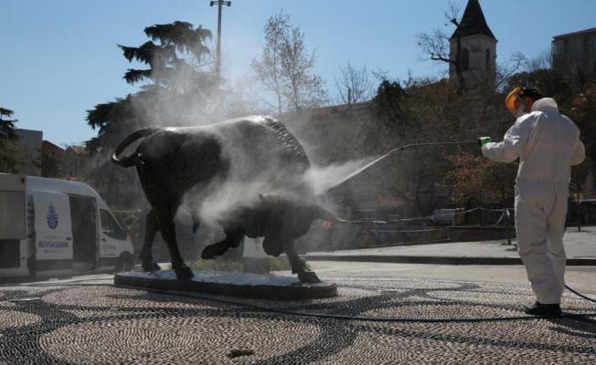Sokağa çıkma yasağında İBB ekipleri her yeri dezenfekte etti