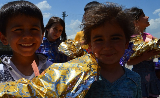Bayramlık alamayan çocuklara Öğretmenlerden bayram hediyesi
