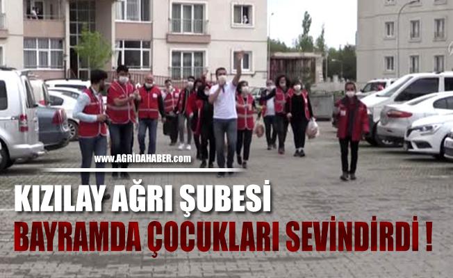 Türk Kızılay Ağrı gönüllüleri bayramı evde geçiren çocukları eğlendirdi