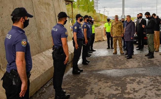 Vali Elban, Görev Başındaki Güvenlik Güçleri ile Bayramlaştı