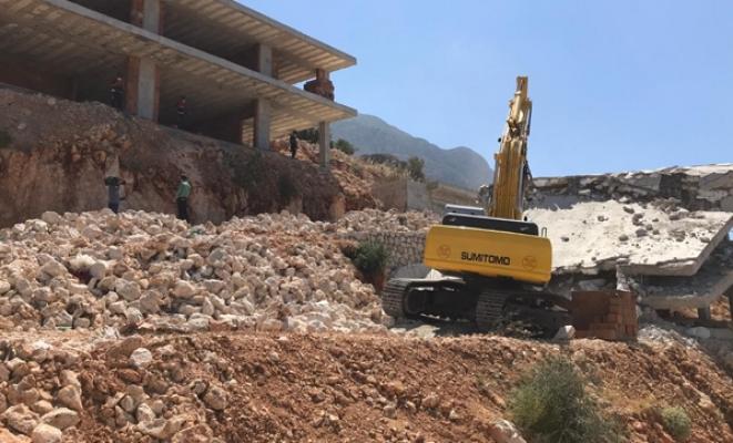 Kaçak yapıların yıkım işlemleri devam ediyor