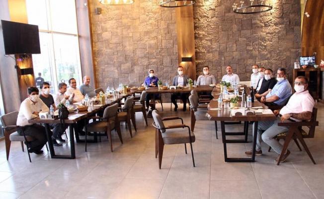 Ağrı'da Milli Eğitim'den Şube Müdürlerine Veda Yemeği