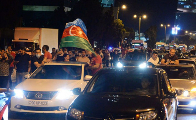 "Azerbaycan'da Halkın talebi: ""Bize Silah verin"""