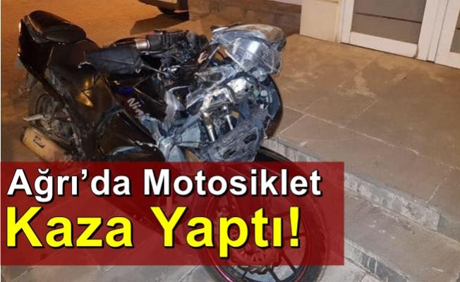Ağrı'da Motosiklet İle Otomobil Çarpıştı