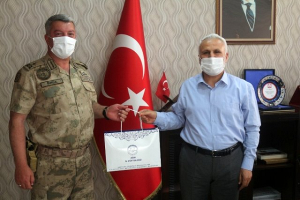 Jandarma Komutanı Özkul'dan Müftü Topçu'ya veda ziyareti