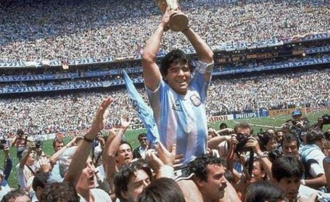 Futbolun Efsane İsmi Maradona Hayatını Kaybetti