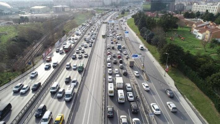 Kısıtlama öncesi trafik yoğunluğu yüzde 70'i aştı