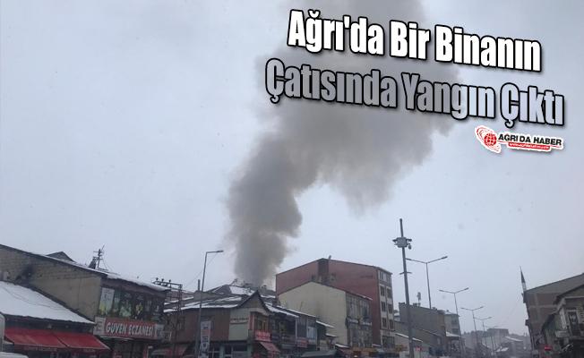 Ağrı'da bir Binanın Çatısında Yangın Çıktı