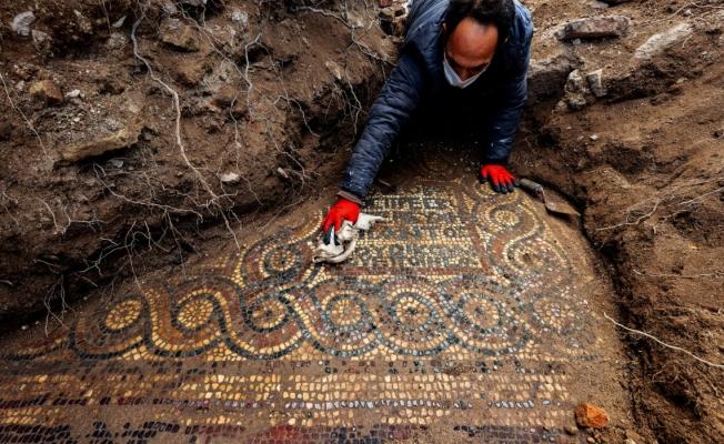 İzmir'de Kaçak Kazı Esnasında 1500 Yıllık Mozaik Bulundu