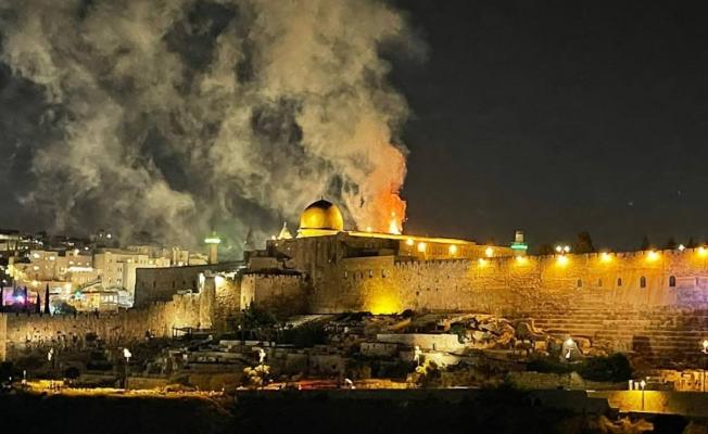 İsrailliler Mescid-i Aksa'da Çıkan Yangını Kutladı