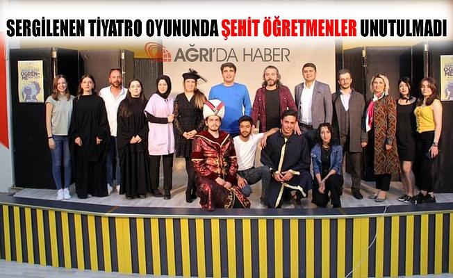 Ağrı'da Tiyatro Topluluğu Tarafından Sergilenen Gösteride Şehit Öğretmenler Unutulmadı!