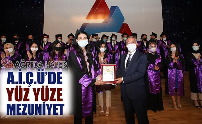 A.İ.Ç.Ü. Yüz yüze mezuniyet töreni düzenledi!