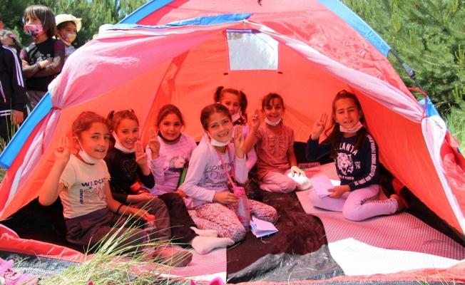 Diyadin'de öğrenciler doğada kamp heyecanı yaşadı