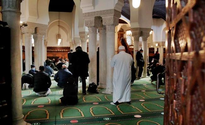 Fransa'da İslam'ı ve Müslümanları hedef alan yasa meclisten geçti