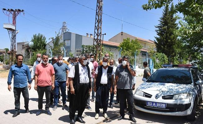Muhtarlar elektrik kesintilerini protesto etti