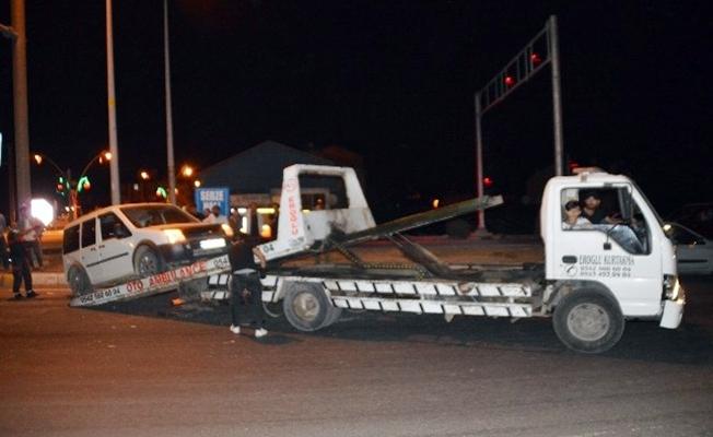 Ağrı'da ticari araç, tırla çarpıştı 2 yaralı