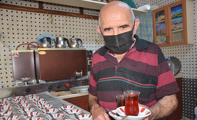 Osman dede 60 yıldır aynı mahallede çaycılık yapıyor