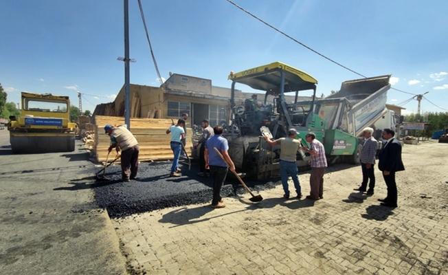 Ağrı'da asfalt çalışmaları sürüyor