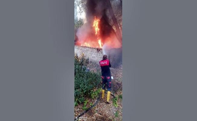 Ağrı'da hurdalık alanda yangın çıktı