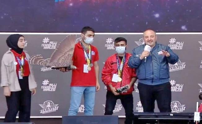 AİÇÜ Öğrencileri Altın Performans Ödülü Kazandı