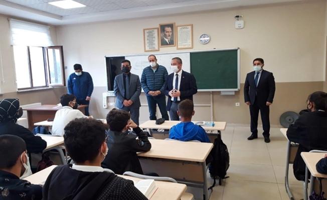 Müdür Hasan Kökrek, Ağrı'daki okulları inceledi